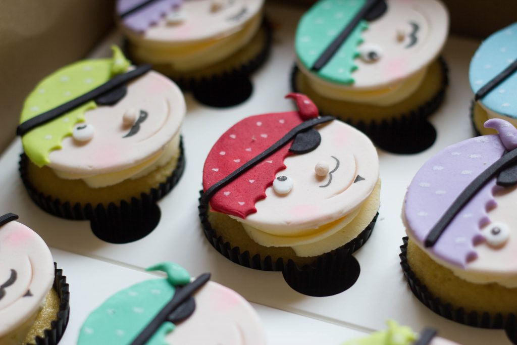 Pirate themed cupcakes cupcake kitchen for Cupcake themed kitchen ideas
