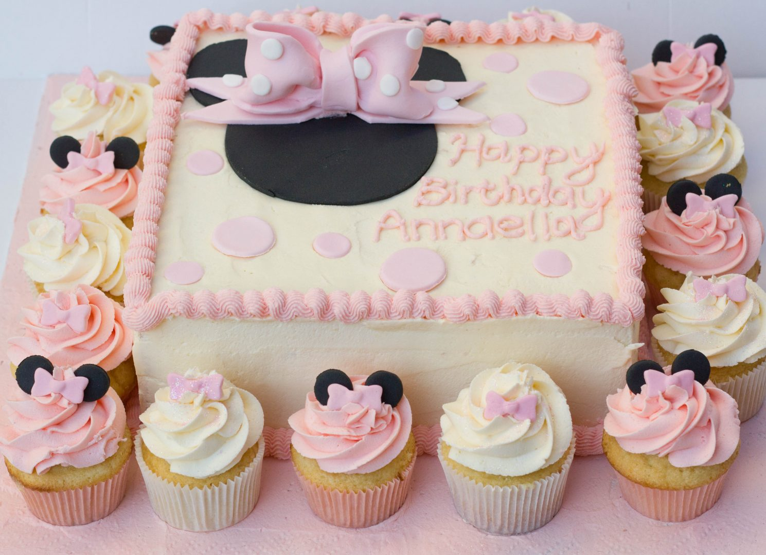 Minnie mouse themed cake cupcake kitchen for Cupcake themed kitchen ideas